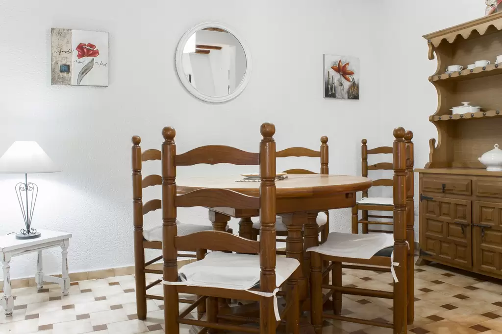 78 dining room